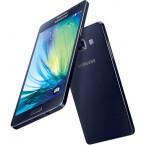 Auch ein dunkelfarbiges Modell des Galaxy A5 ist auf den Renderings zu sehen. (Bild: PhoneArena / Arjun)