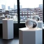 Die Franzosen von Devialet haben auf der High End ihre futuristischen Streaming-Lautsprecher Phantom und Phantom Silver gezeigt, die je nach Leistung 1.700 oder 2.000 Euro kosten.