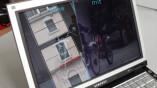 Notebook mit (rechts) und ohne ARMR200-Folie...