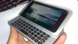 Das Display des Nokia N9 neigt sich beim...