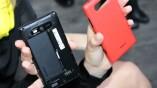 Die Rückseite des Lumia 820 kann schnell...