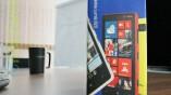 Das Nokia Lumia 820 kommt in einen simplen...