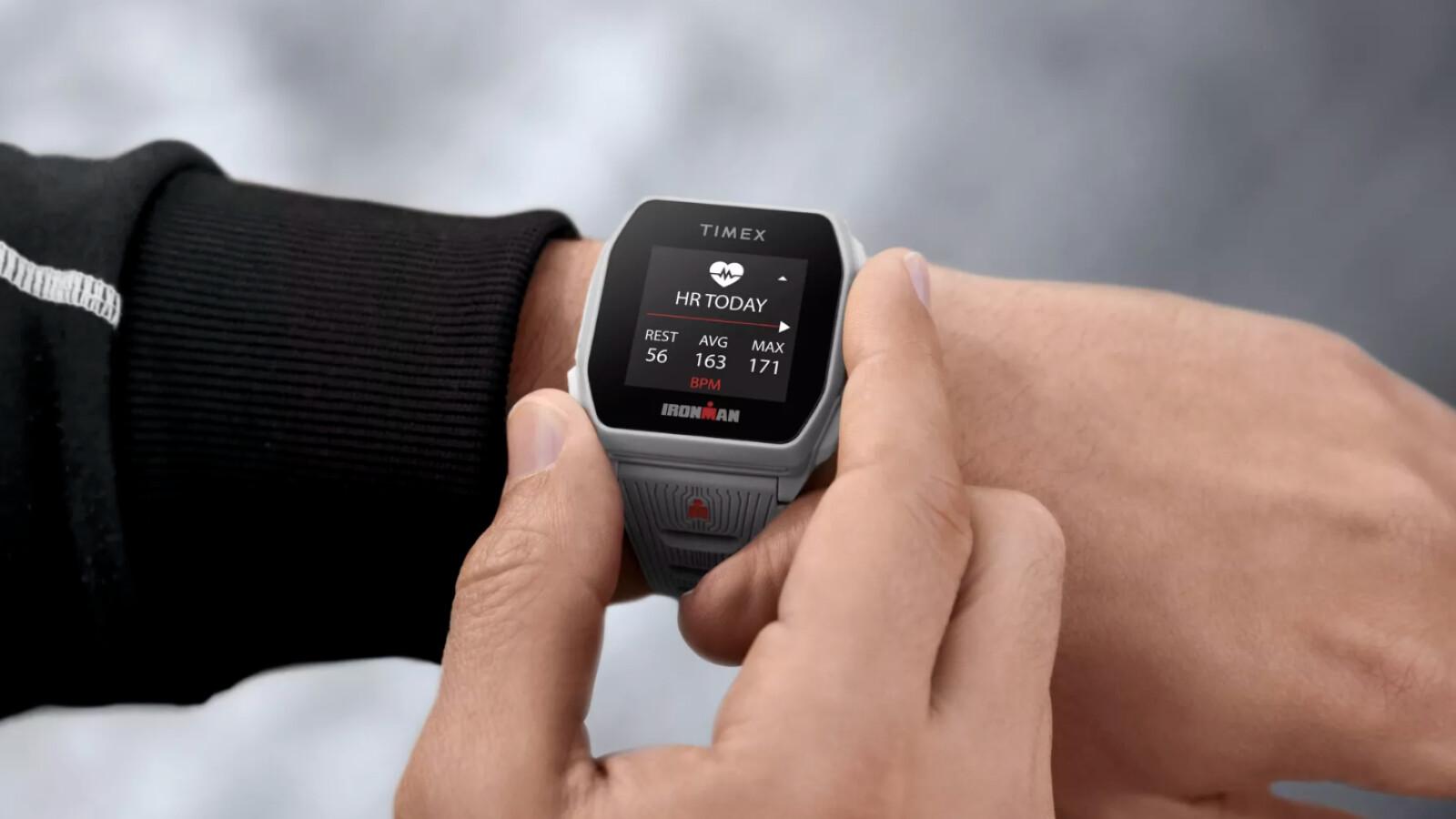 Timex Ironman R300 GPS: Smartwatch mit 25 Tagen Akkulaufzeit für 110 Euro