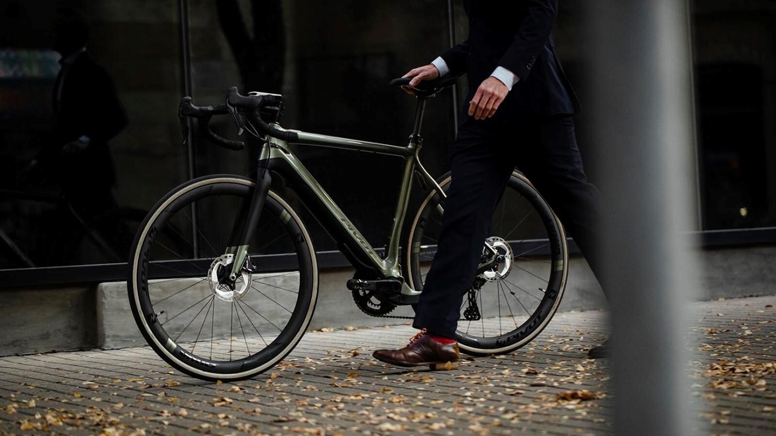 Leichtes E-Bike mit besonderem Motor: E-Gravelbikes für Straße und Wald kommen - NETZWELT