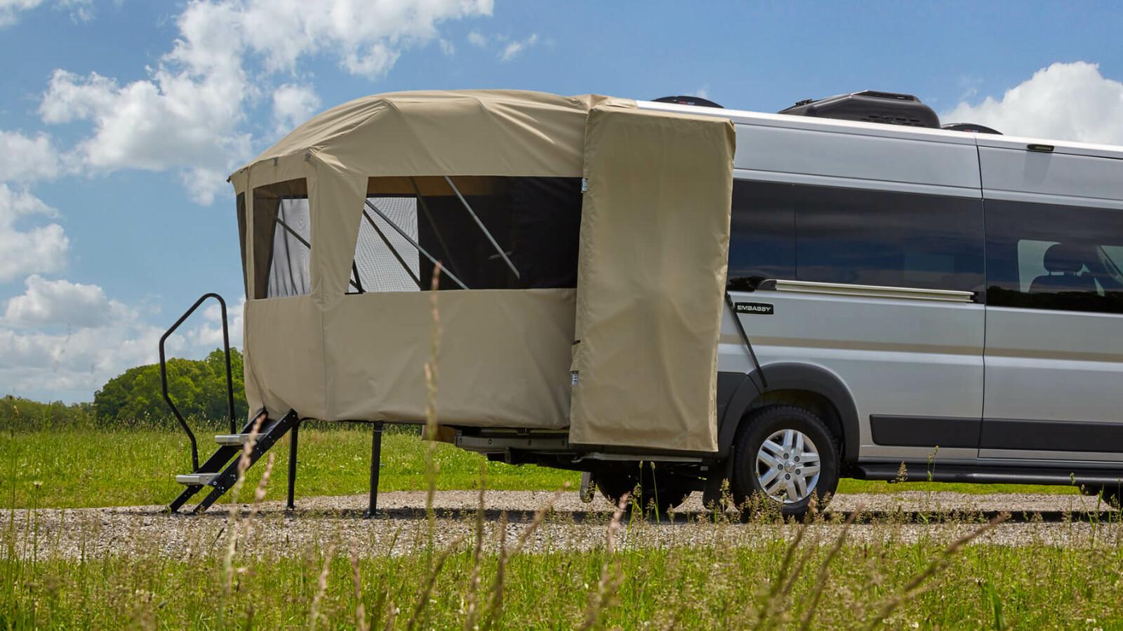 Wohnmobil mit Veranda: Dieser Campervan kombiniert Lounge mit Zelt