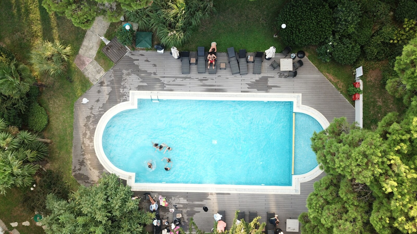 Gartenplaner Terrasse, Grundstück und Pool mit PC und Handy ...