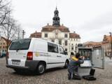 Bild: Einsatz vor Ort: Viele Anbieter bieten einen kostenlosen Service zur Installation des Internet-Anschlusses im Haushalt an. Foto: Kabel Deutschland