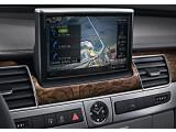 Bild: Hightech im Edelholz-Ambiente: Ab Mitte 2010 können Fahrer des Audi A 8 auch die Dienste von Google Earth auf dem Navi nutzen.