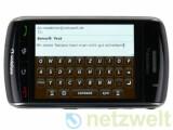 """Bild: Gaukelt dem konservativem Nutzer eine """"echte"""" Tastatur vor: Blackberry Storm."""