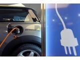 Bild: Flottenversuch des Umweltministeriums und des Energiekonzerns Vattenfall: 50 Berliner sollen einen E-Mini von BMW ausprobieren.