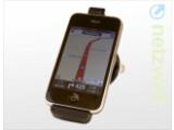 Bild: Optional gibt es zum TomTom iPhone-App auch die passende Halterung mit GPS-Empfänger und Freisprecheinrichtung gegen Aufpreis dazu.