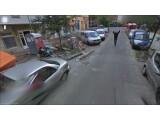 Bild: In Berlin scheint ein Mann den Google Kamerawagen zu verfolgen.