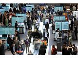 Bild: Mehr Geschäftskontakte als im vergangenen Jahr meldeten die Unternehmen bei der CeBIT 2010. Hier der Stand von IBM.