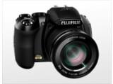 Bild: Fujifilm Finepix HS10:  Das Zoomobjektiv des neuen Bridge-Modells bietet einen riesigen Brennweitenbereich von 24 bis 720 Millimetern.