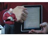 Bild: Auch im Jahr 2011 blässt Microsoft-Chef Steve Ballmer auf der CES zum Angriff auf den Tablet-Markt.