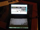 Bild: Das Libretto von Toshiba kann dank zwei Touchdisplays ein Netbook ersetzen. (Bild: netzwelt(