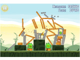 Bild: Die Schweine müssen dran glauben: Bei Angry Birds schießt der Spieler Vögel auf die Bauwerke der Eier-Diebe.