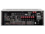 Bild: Seltenheit: Yamahas preiswerter AV-Receiver RX-V 765 verfügt über einen vollständigen 7.1-Vorverstärkerausgang (rechts unten).