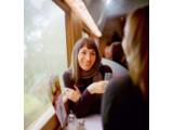 Bild: Im Sommer 2010 saßen nicht alle Passagiers so entspannt im ICE wie diese Dame auf dem Werbefoto.