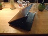 Bild: Toshiba R600: Trotz Leichtbauweise fühlt sich das Toshiba-Notebook hochwertig und solide an.