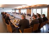 Bild: Vertreter aus Politik und Wirtschaft diskutierten in Berlin den Umgang mit Geodaten-Diensten.