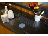 Bild: Auf der Arbeitsplatte in der Küche wird das Rezept angezeigt, bei Bedarf liest es das Microsoft Home auch vor.