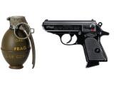 Bild: Beispiele klassischer Waffentechnik: Eine Walther PKK und eine Handgranate des US-Militär.