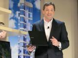 Bild: Doug Albregts Vizepräsident von Samsung USA präsentierte auf der CES mit der 9series einen Konkurrenten fürs Macbook Air.