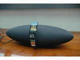 Bild: Eines der ersten AirPlay-fähigen Lautsprecher-Docks: Bowers & Wilkins Zeppelin Air.
