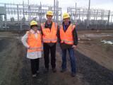 Bild: Google-Mitarbeiter Rick Needham (Mitte) mit zwei Kollegen beim Shepherds Flat Windpark.