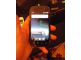 Bild: Googles Nexus S kann sein Schwester-Modell Galaxy S nicht verleugnen.