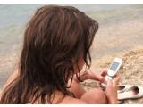 Bild: Handy-Nutzung könnte gesundheitsschädigend sein und Krebs verursachen.