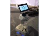 Bild: iRobot AVA: Der Roboter bewegt sich eigenständig durch die Räume.