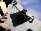 Bild: Der Laptop ist ohne Motorolas Atrix nur eine Hülle. Die Rechenpower stellt das Smartphone zur Verfügung.