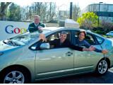 Bild: Larry Page (links) sitzt künftig bei Google am Steuer. Eric Schmidt (hinten) wird Aufsichtsratsvorsitzender und Mitbegründer Sergey Brin entwickelt künftig neue Produkte.