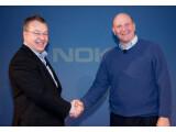 Bild: Nokias Stephen Elop (links) und Microsofts Steve Ballmer (rechts) besiegeln ihre Partnerschaft.