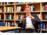 Bild: Professor Schildhauer ist Direktor des Instituts für Internet und Gesellschaft.