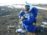 Bild: Raumfahrt Ingenieur de Leon hat den von ihm entwickelten Raumanzug für Mars-Missionen in der Antarktis getestet.