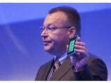Bild: Stephen Elop zeigte in der Opening Keynote das neue Flaggschiff des Konzerns.
