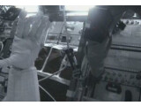 """Bild: """"Ich kann meine Hand sehen. Sie hat sich bewegt"""", twittert Robonaut 2."""