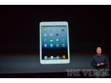 Bild: Phil Schiller zeigt das iPad Mini.