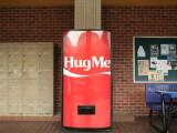 Bild: Dieser Cola-Automat hat ein Bedürfnis nach Liebe.