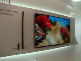Bild: Dünner als ein iPhone: LG zeigt auf der IFA einen 55-Zoll-OLED-Fernseher.