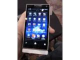 Bild: Das erste Sony Smartphone Xperia S glänzt mit einer 12-Megapixel-Kamera.