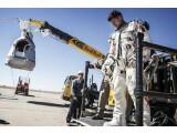 Bild: Der erste Sprung-Versuch von Felix Baumgartner musste abgebrochen werden.