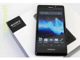 Bild: Ein Hauch von James Bond: Mit dem Sony Xperia T ist das 007-Smartphone in der Redaktion eingetroffen.