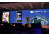 Bild: Joe Belfiore, Corporate Vice President, Windows Phone Program Management demonstriert auf der Nokia Pressekonferenz in New York den neuen Startscreen. Viel mehr ist von Windows Phone 8 bislang aber nicht zu sehen.