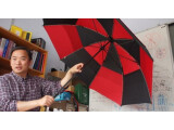 Bild: Kenneth Tong hat mit seinem Team einen Schirm entwickelt, der Handy-Funksignale verstärkt.