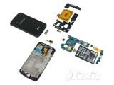Bild: Das LG Nexus 4 lässt sich laut iFixit genauso leicht reparieren wie das Apple iPhone 5.