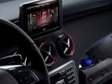 """Bild: Mercedes-Benz setzt auf das iPhone um die """"Generation Facebook"""" anzusprechen."""